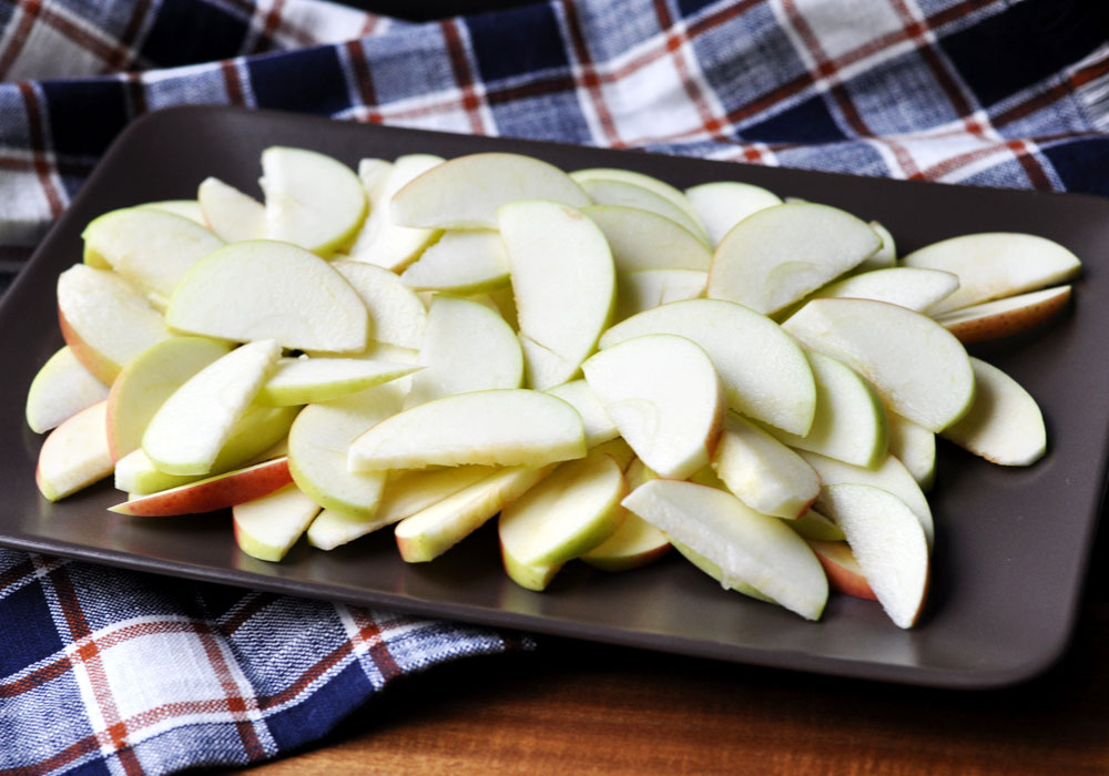 Simple & Healthy Apple Nachos - Step 1 - Slice Apples